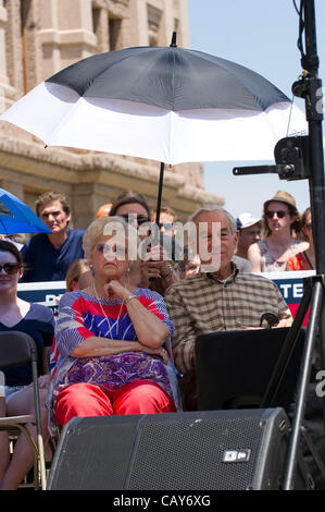 US presidential candidate Ron Paul, with wife, Carol, waits to speak to Texas Tea Party supporters at an Austin - Stock Photo