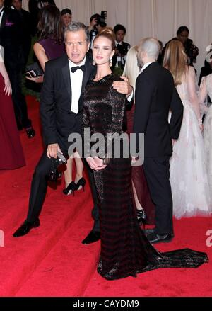 Mario Testino, Rosie Huntington-Whiteley at arrivals for Schiaparelli and Prada: Impossible Conversations - Metropolitan - Stock Photo