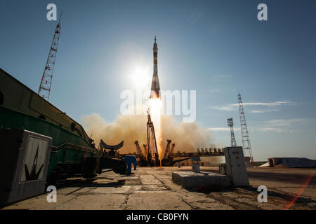 The Soyuz TMA-04M rocket launches from the Baikonur Cosmodrome carrying Expedition 31 to the International Space - Stock Photo