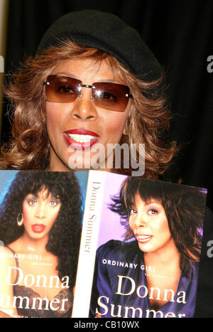 Jan. 1, 2011 - 14 October 2003 - New York - Donna Summer promotes and autographs new book ''Ordinary Girl-The Journery'' - Stock Photo