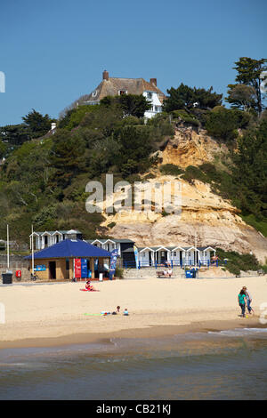 Poole, UK Tuesday 22 May 2012. making the most of the warm weather as temperatures go into the twenties at Branksome - Stock Photo