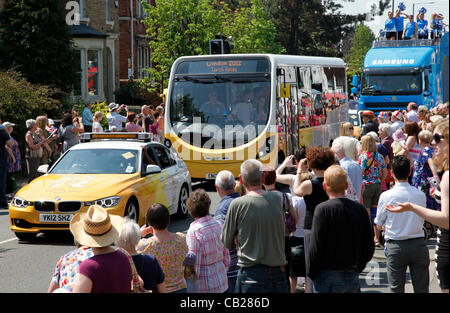 Wednesday, May 23rd 2012.  Swindon, Wiltshire, England, UK. Sponsors' coaches signal the imminent arrival of the - Stock Photo
