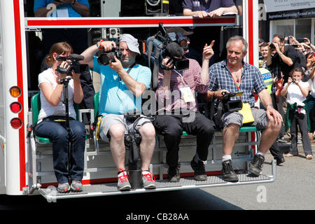 Wednesday, May 23rd 2012.  Swindon, Wiltshire, England, UK. Camera and TV crews ride in front of the Olympic Torch - Stock Photo