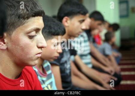 May 22, 2012 - Hebron, West Bank, Palestinian Territory - Palestinian orphan children pray at the Hebron's orphan - Stock Photo