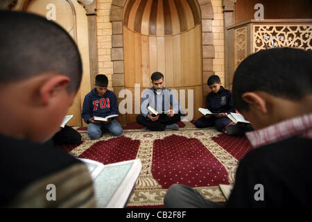 May 22, 2012 - Hebron, West Bank, Palestinian Territory - Palestinian orphan children read Qur'an at the Hebron's - Stock Photo