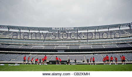 EAST RUTHERFORD, NEW JERSEY, USA - Saturday, May 26, 2012: Wales players during a training session at the MetLife Stadium ahead of the friendly match against Mexico. (Pic by David Rawcliffe/Propaganda) Stock Photo