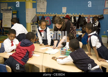 School children at the New American Academy a progressive & very successful inner city public elementary school - Stock Photo