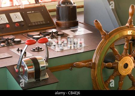 wheel house boat ship ships boats throttle throttles cabin skippers skipper - Stock Photo