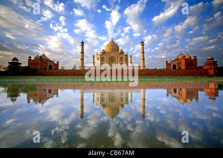 A stunning, once in a lifetime image of a sky full of puffy clouds reflected in the Yamuna River at the Taj Mahal - Stock Photo