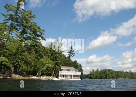 Holiday home near Minett in Muskoka on the banks of Lake Rosseau - Stock Photo