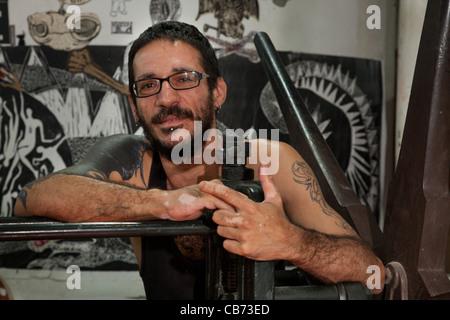 Daniel, an engraver at the National Porto Carrero Engraving School workshop, Havana (La Habana), Cuba