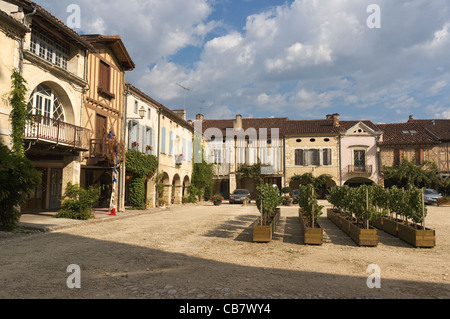 Elk196-1690 France, Aquitaine, La Bastide d'Armagnac, town square - Stock Photo