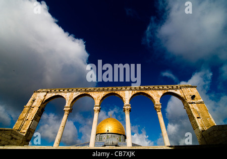 The Dome of the Rock on top of the Temple Mt. in the old city of Jerusalem. - Stock Photo
