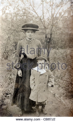 mother with child England early 1900s - Stock Photo