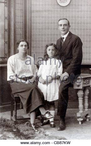 early 1900s family portrait England - Stock Photo