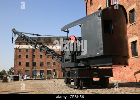 Old crane on the quay by Dock Basin. Gloucester Docks, Gloucester, Gloucestershire, England, UK - Stock Photo