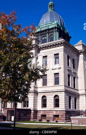 Manitowoc county courthouse in Manitowoc - Stock Photo