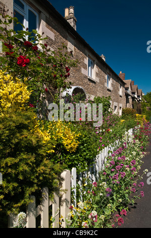 A row of Victorian stone cottages with colourful gardens in Well Cross, Edith Weston, Rutland, England - Stock Photo