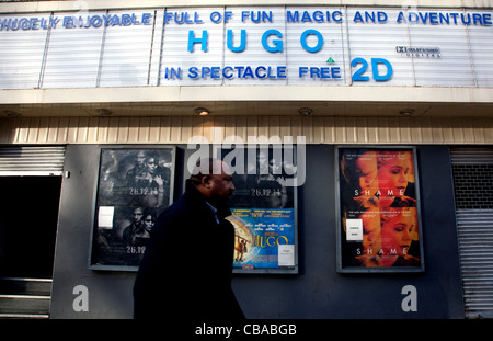 London cinema advertises 3D film Hugo in spectacle-free 2D - Stock Photo