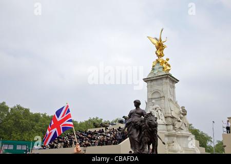 World press photographers Winged Victory Monument outside Buckingham Palace, Prince William Kate Middleton marriage - Stock Photo