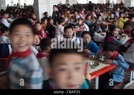 Lunchtime at Huaxi Primary School, Huaxi Village, Jiangsu, China - Stock Photo