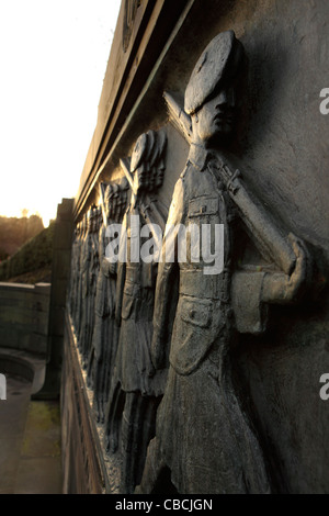 The Call 1914. Marching Scots soldiers are represented on the a war memorial in  Edinburgh, Scotland. - Stock Photo