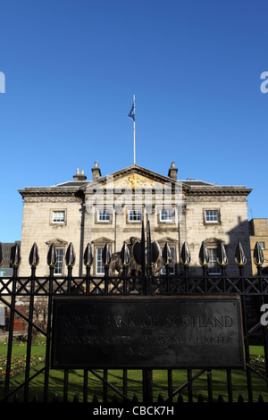 Dundas House, the headquarters of the Royal Bank of Scotland, on St Andrew Square in Edinburgh, Scotland. - Stock Photo