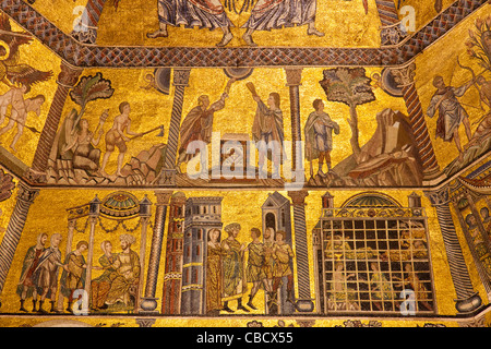 Detail of gilded mosaic ceiling Battistero di San Giovanni, baptistry of St John, Florence Baptistry - Stock Photo