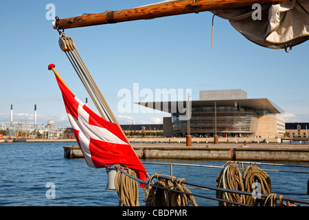 The new Opera House on the waterfront on Holmen seen through the rig of an old sailing ship in the port of Copenhagen, - Stock Photo