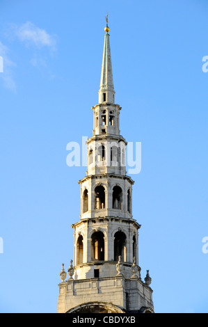 Christopher Wren wedding cake tiered tall spire of St Brides Church in Fleet Street  in City of London skyline England - Stock Photo