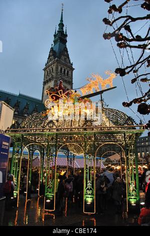 Entrance sign to Christmas Market at dusk, Rathausplatz, Hamburg, Hamburg Metropolitan Region, Federal Republic - Stock Photo