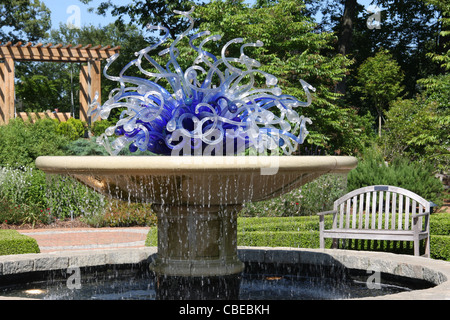 Gentil ... Dale Chihuly Glass Blowing Art At Atlanta Botanical Garden   Blue  Flower Arrangement With Circular Table
