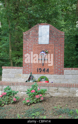 Memorial to the ten French World War Two Resistance fighters of Bourlon who died on this spot on 11th June 1944. - Stock Photo