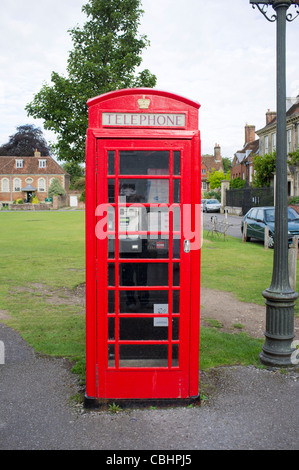 Red K6 telephone box in Salisbury Cathedral Close - Stock Photo
