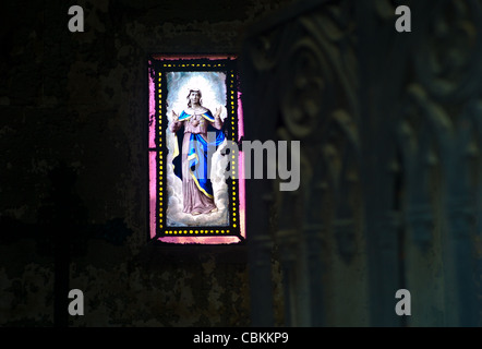 Turpein & Lez-Art, Stained glass in a vault in the cemetery of Père Lachaise in Paris , representing a Virgin at - Stock Photo