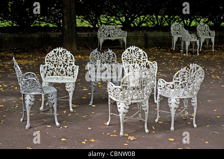 https://l450v.alamy.com/450v/cbnw0b/casual-cluster-of-victorian-garden-furniture-on-the-grounds-of-national-cbnw0b.jpg