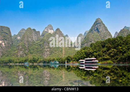 Boat cruise on Li river between Guilin and  Yangshuo, Guangxi province - China - Stock Photo