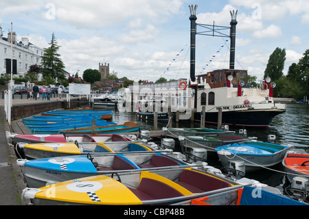 Paddle steamer and boats for hire on the River Thames at Henley-on-Thames, Oxfordshire, England. - Stock Photo