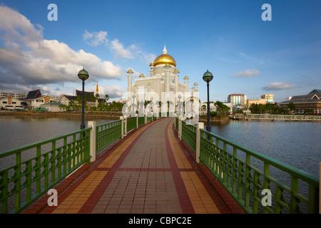 Omar Ali Saifuddien Mosque, Bandar Seri Begawan, Brunei - Stock Photo
