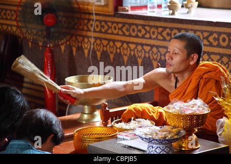 Wat Traimit (Temple of Golden Buddha), Bangkok, Thailand - Stock Photo