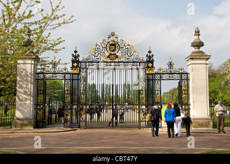 Jubilee Gates, entrance to Queen Mary's Gardens, Inner Circle,  Regents Park, London - Stock Photo