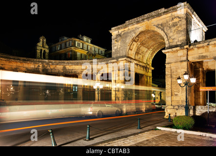 A bus passing through St George's gate at the palace of Saints George and Michael, Corfu town, Corfu island, Greece - Stock Photo