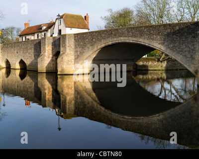 The old Abingdon Bridge in winter - Stock Photo