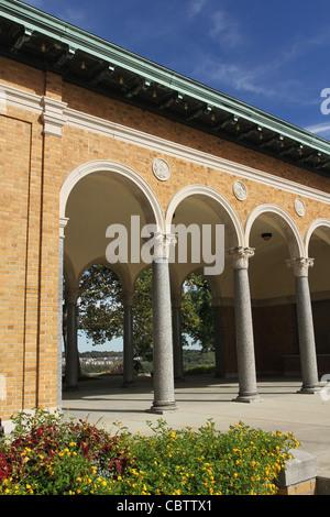 Mount Echo Pavilion. Mount Echo Park, Cincinnati, Ohio, USA. Italian Renaissance architecture with Roman columns. - Stock Photo