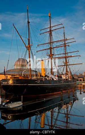 RRS Discovery at Discovery Point in Dundee, Scotland - Stock Photo