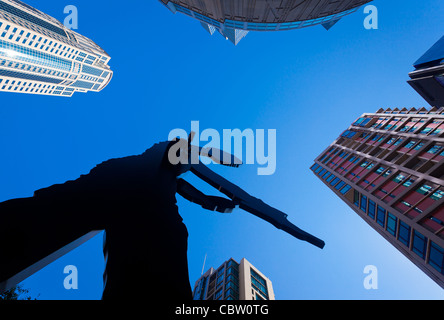 'Hammering Man' sculpture in front of the Seattle Art Museum - Stock Photo