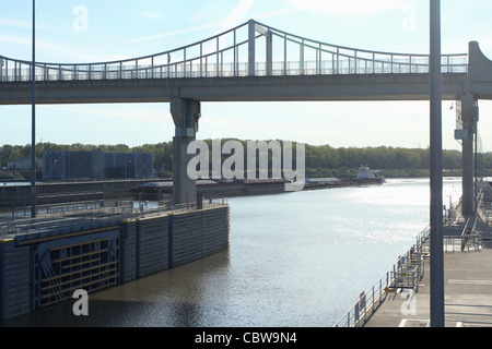 Tug Boat pushing Barges into McAlpine Locks and Dam. On the Ohio River. Louisville, Kentucky, USA. - Stock Photo