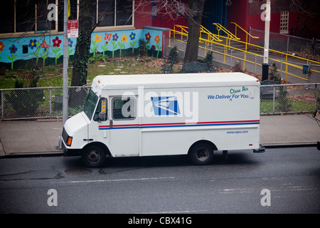 USPS vehicle parked in New York on Wednesday, December 21, 2011. (© Richard B. Levine) - Stock Photo