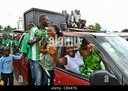 Supporters of Julius Maada Bio's SLPP party at a rally in Bo town ahead of 2012 elections in Sierra Leone - Stock Photo