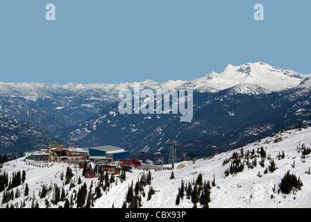 Coast Mountains at Whistler w Peak 2 Peak Gondola station - Stock Photo